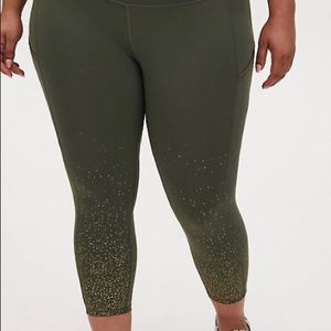 TORRID OLIVE GREEN&GOLD DOT CROP WICKING ACTIVE